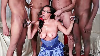 SCAMBISTI MATURI - Steamy interracial gangbang to mature Italian amateur and four studs