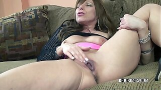 Blistering MILF Brandi Minx plays with say no to mature twat