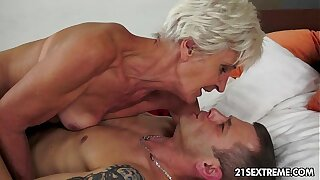 Gorgeous GILF Aliz have a blast with a obese young weasel words