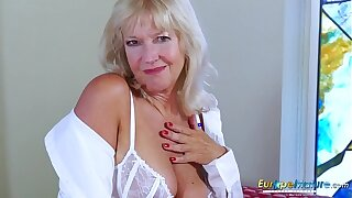 EropeMaturE Milf Tow-haired Playing Exclusively with Dildo
