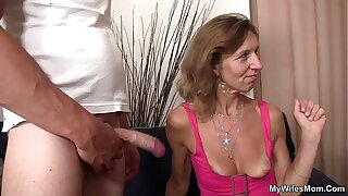 She is riding descendant in law cock