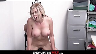 Chubby Tits Tow-headed MILF Hold-up man Amber Chase Sex More Officer After Deal Is Made