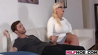Stepdaughters Boyfriend Seduced Off out of one's mind Mom