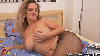 Euro milf Ameli revs up her dealings enthusiasm in nylon