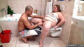 Fucking fat girlfriend in the bathroom