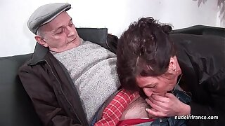 Amateur of age hard DP and facialized respecting 3way with Papy Voyeur