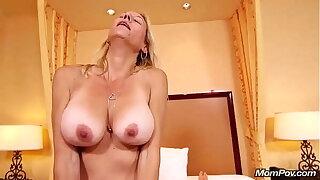 MomPov-Fucking my mature ma friend Janessa