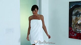 PureMature - Career woman Lisa Ann unbend with sexy massage